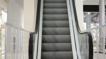 concourse : Moving escalator