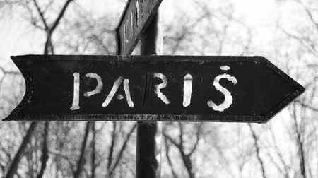 sepya : The inscription Paris on the road sign. Stok Video