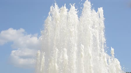 cákanec : Splash of fountain in a urban park