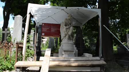 yerler : Poland performs recovery works. Lviv, Ukraine. Lychakovsky cemetery (polish. Cmentarz ?? yczakowski) ??? the historical and memorial memorial estate (since 1991), one of the oldest cemeteries of Ukraine.