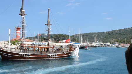 barcos : The ship in the Turkish port.