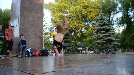 рэп : break-dance Public statement on the city