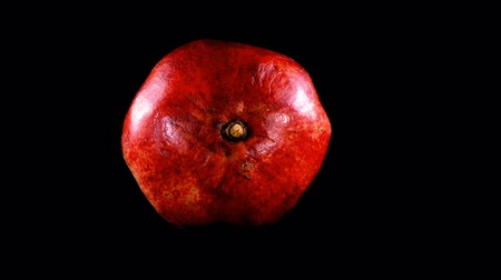 melograno : Pomegranate on a black background.