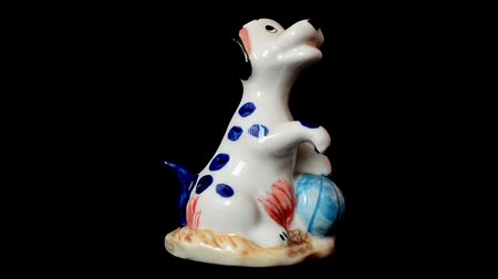 antiques : Shooting of a statuette of a dog.