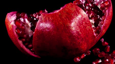 antioksidan : Pomegranate on a black background. Shooting on a black background. Stok Video