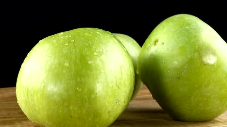 frutoso : Apples on a black background. Cutting board in the movement. Vídeos