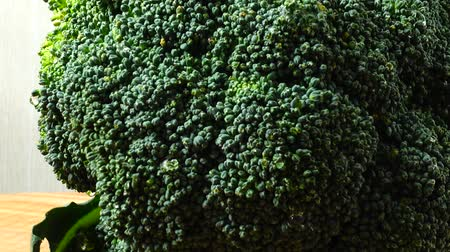 coisas : Shooting of broccoli in the movement. Cuttig board.