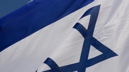 ヘブライ語の : The flag of Israel against the background of the blue sky.