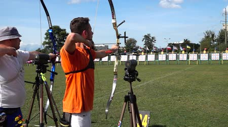 ötvenes : LVIV, UKRAINE - SEPTEMBER 09, 2019: Participants fifty-sixth International archery competitions Golden autumn 2019.