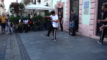 hiphop : LVIV, UKRAINE - SEPTEMBER 15, 2019: Unknown guys dance break on the street of the city.