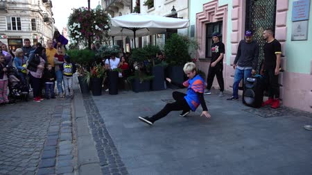 breakdancing : LVIV, UKRAINE - SEPTEMBER 15, 2019: Unknown guys dance break on the street of the city.