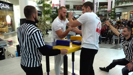 судья : LVIV, UKRAINE - SEPTEMBER 29, 2019: Participants of a tournament on Arm wrestling Lviv Open Cup Supermatches.