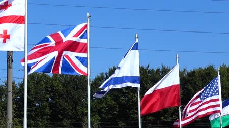 mastro de bandeira : Flags of Belarus, Georgia, Great Britain, Israel, Poland, USA, Uzbekistan and Ukraine on flagpoles.