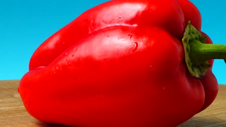 búlgaro : Sweet red pepper. Shooting in the movement. Vídeos