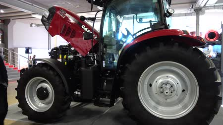 foro : LVIV, UKRAINE - NOVEMBER 12, 2019: International Agricultural Exhibition EuroAGRO. Agricultural machinery at the exhibition.