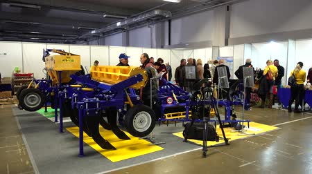 agricultores : LVIV, UKRAINE - NOVEMBER 12, 2019: International Agricultural Exhibition EuroAGRO. Agricultural machinery at the exhibition.