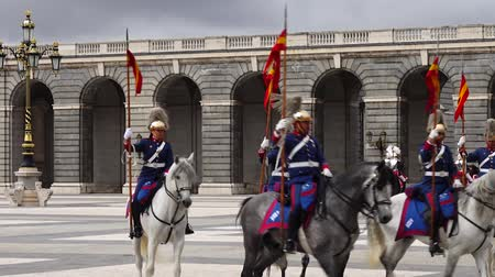 orchestre : MADRID, SPAIN - APRIL 04, 2018: The ceremony of the Solemn Changing of the Guard at the Royal Palace of Madrid. That is famous event was performed on the first Wednesday of each month.