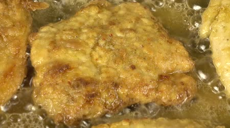 chicken recipes : Preparation of a chicken chop.