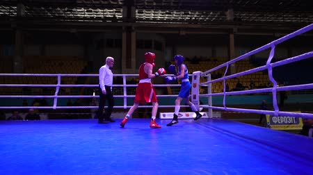 batalha : LVIV, UKRAINE - DECEMBER 4, 2019: Ukrainian Youth Boxing Championships.