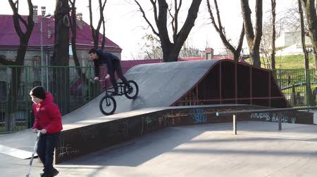LVIV, UKRAINE - FEBRUARY 22, 2020: City public Skatepark, a platform for cycling. Stockvideo