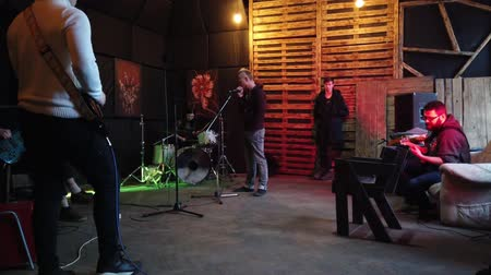 amplificador : LVIV, UKRAINE - FEBRUARY 22, 2020: Rehearsal of rock musicians.
