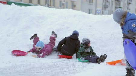 etkinlik : Children ride on the big Wooden Winter Hill, drop in child