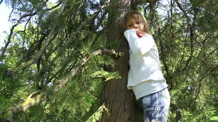 climbed : The girl climbed on tree, and ants crawling on her, funny video