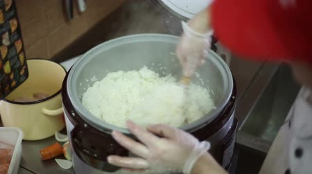 ocet : The chef mixes the cooked rice with vinegar mixture for making rolls