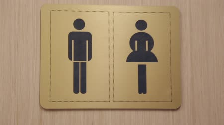 уборная : The sign of the toilet, door opens and closes Стоковые видеозаписи