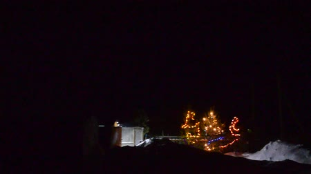 działka : Festively decorated panorama of the plot in the village at night in the snow in the dark with garlands and Christmas trees for Christmas.