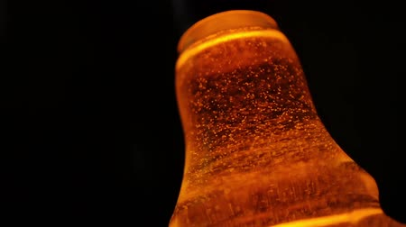 into focus : whiskey bubbles slow motion Stock Footage