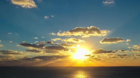 raios solares : timelapse movie of clouds at sunset above the sea