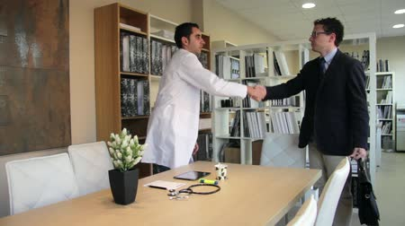 pojistka : Doctor handshaking to insurance agent before meeting Dostupné videozáznamy