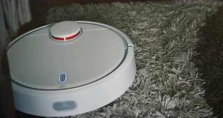 temizleme maddesi : Robot vacuum cleaner on carpet floor, Smart robotic automate wireless cleaning technology machine in living room