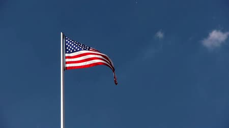 devletler : the star spangled banner is blowing in the wind with a dark blue sky and some clouds
