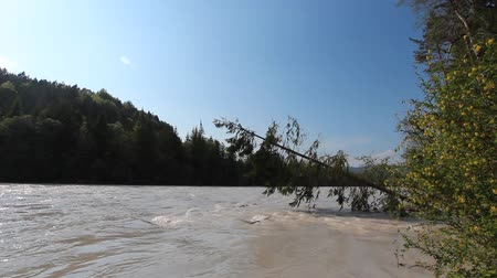 genişlik : the bavarian river Lech with a strong flow and some inundation