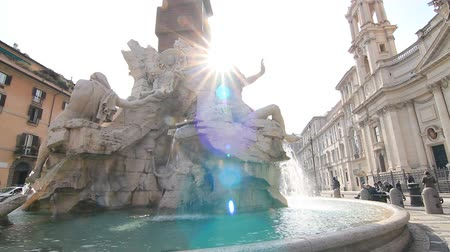 roma : Piazza Navona fountain in Rome Stok Video