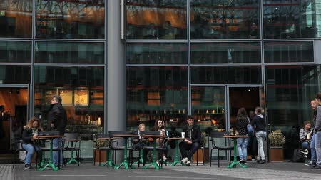 kahve molası : Modern coffee shop in Berlin Stok Video