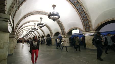 метро : Kiev subway station Стоковые видеозаписи