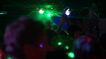 transe : Laser lights and crowds at DJ show in club