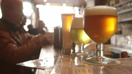 bélgica : Beer in Belgian pub Stock Footage
