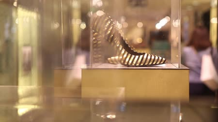 calçados : High heel shoe on display in store Stock Footage
