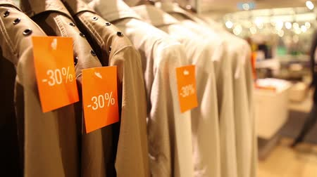 roupas : Discounted clothes in store