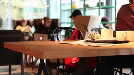 kahve molası : People work in modern cafe