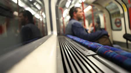 podzemní : Travel on London underground