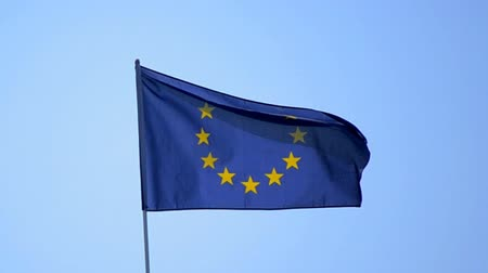 bandeira : EU flag against the blue sky