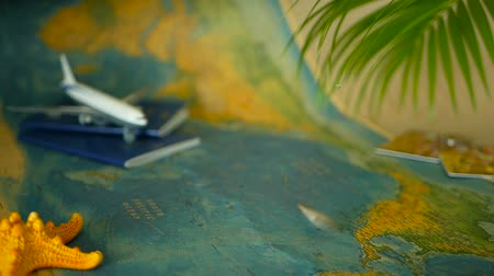pas : Time to travel concept. Tropical vacation theme with world map, blue passport and plane. Preparing for holliday, journey. Trip items with copy space. North America on the world map. Tourism background