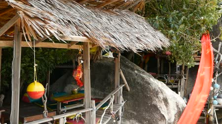 jamajka : Relaxing jamaican cannabis rasta marijuana reggae bar on the tropical summer beach from wooden branches and thatch. Rastafarian flags with yellow, red and green colors and bob marley. Wideo