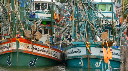 kalmar : KHANOM, THAILAND - SEPTEMBER 21, 2018. Rusty boats at coast. Old rusty ships parked at port in Fisherman city. Fishing Squid industry. Traditional Asia. Concept of destruction of marine resources.