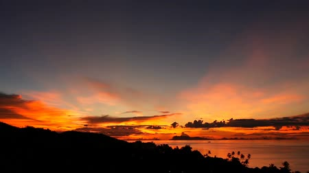 acalmar : Majestic tropical orange summer timelapse sunset over sea with mountains silhouettes. Aerial view of dramatic twilight, golden cloudy sky over islands in ocean. Vivid dusk seascape natural background. Stock Footage